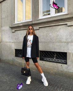Kadınlar için En İyi 23 Beyaz Spor Ayakkabı Modelleri 2019 - Trendler ve Moda<br> Blazer Outfits, Sporty Outfits, Grunge Outfits, Mode Outfits, Trendy Outfits, Fashion Outfits, 90s Grunge, Fashion Ideas, Bike Fashion