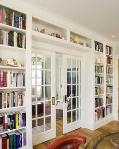 Cozy and stunning home library. Love how the shelves are built around the pocket french doors. although we're eating towards standard french doors. Home Library Design, House Design, Library Ideas, Home Library Decor, Loft Design, Design Case, Design Design, Garden Design, Glass Bookcase