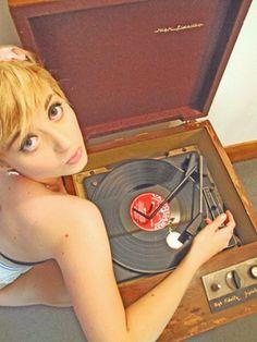 retro vintage modern hi-fi: hifi girl Vinyl Record Art, Vinyl Cd, Vinyl Music, Vintage Vinyl Records, Music Pics, Music Images, Vinyl Junkies, Retro Girls, Record Players