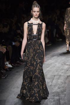 Valentino Spring 2016 Ready-to-Wear Fashion Show - Thyra van Daalen (Elite)