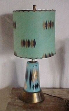 Interesting. Same thing with the green / blue difference. I think it is just age.   1950's atomic lamp in Aqua