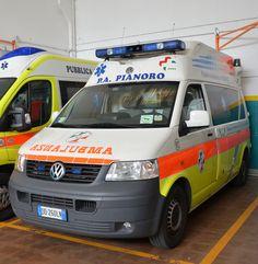 Ambulanza Wolkswagen  classificata P 01 - Svolge servizi  di emergenza, e all'occorenza  trasporti sociali