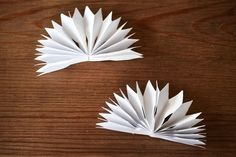 DIY: sista minuten-snöflinga | leitntos Santa Christmas, Christmas Wishes, Christmas Trees, Origami, Diy And Crafts, Bird, Flowers, Inspiration, Montessori