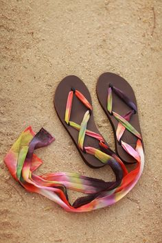 Tie Dye Sseko Sandals // Tango Chiffon Ribbons to brighten your summer sandal look! #summer #bright #diy