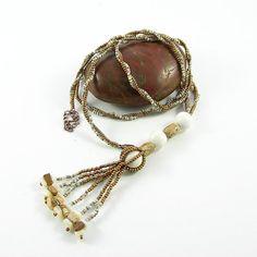Baltica - Perlen Anhänger mit Howlith und Jaspis in weiß und gold Farben
