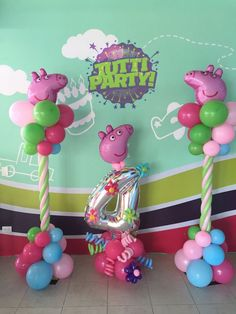 Peppa Pig balloons column with number Birthday Balloon Decorations, Birthday Balloons, Peppa Pig Balloons, Balloon Stands, Fiestas Party, 3rd Birthday Parties, Pig Birthday, Pig Party, Balloon Columns