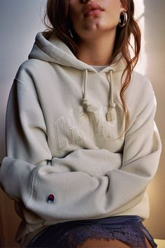 Shop Champion UO Exclusive Reverse Weave Boyfriend Hoodie Sweatshirt at Urban Outfitters today. We carry all the latest styles, colors and brands for you to choose from right here. Hoodie Sweatshirts, Trendy Outfits, Cute Outfits, Hipster Outfits, Retro Outfits, Fall Outfits, Urban Outfitters, Stylish Hoodies, Unique Hoodies