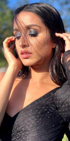 Bollywood Girls, Bollywood Actress Hot, Beautiful Bollywood Actress, Beautiful Indian Actress, Prettiest Actresses, Beautiful Actresses, Indian Actress Hot Pics, Indian Actresses, Hot Romantic Kiss
