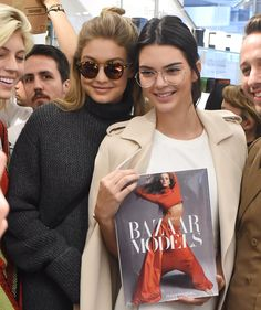 Kendall Jenner & Gigi Hadid Ride The Carousel After Stopping By Colette In Paris: Photo Kendall Jenner rocks some cute glasses while leaving the Colette store in Paris, France on Friday afternoon (October The model was joined by fellow… Kendall Jenner Gigi Hadid, Kendall Jenner Outfits, Kardashian Jenner, Kardashian Kollection, Jenner Girls, Looks Street Style, Kim K Style, Jenner Sisters, Brazilian Bikini