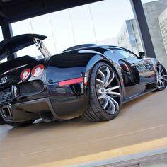 Back in Black - Bugatti Veyron