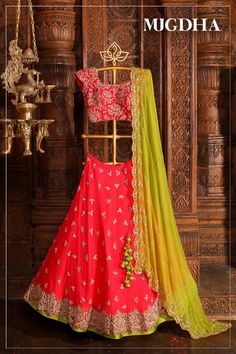 Pretty in Pink lehenga .with frills and golden floral embroidery with sparkle stones now available on Mugdha Art StudioFor Order (or) EnquiryWhats app 8142029190 / 9010906544 27 August 2018 Lehenga Choli Wedding, Floral Lehenga, Half Saree Lehenga, Lehnga Dress, Pink Lehenga, Anarkali, Sarees, Choli Designs, Lehenga Designs