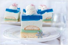 Ciasto królowa śniegu zaskakuje swoimi niebieskimi kolorami i smakiem. Ciasto jest leciutkie, delikatne jak chmurka i nie przesłodzone. Polish Recipes, Homemade Cakes, Vanilla Cake, Ale, Cheesecake, Food And Drink, Xmas, Christmas, Sweets