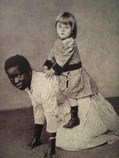 Foto na História: Escrava servindo de animal