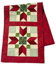 Quilted Christmas Table Runner in Red and Green, Starred Christmas Table Cloth, Christmas Table Scarf, Runner Christmas, Quiltsy Handmad by LawsonCreations on Etsy