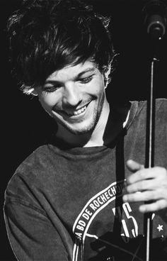 Image uploaded by HiOopsLarryStylinson. Find images and videos about one direction, smile and louis tomlinson on We Heart It - the app to get lost in what you love. Louis Tomlinson 2015, Louis Tomlinson Imagines, Louis Imagines, Louis Tomlinson Birthday, Grupo One Direction, One Direction Pictures, 0ne Direction, Louis Tomlinsom, Louis And Harry