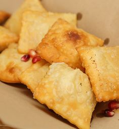 Καλώς Ήρθατε στις Κρητικές Γεύσεις | Παραδοσιακή Κρητική κουζίνα | Κρητικές συνταγές | Παραδοσιακές συνταγές | Γεύσεις από Κρήτη | Food Blogger Κρήτη | - www.kritikes-geuseis.gr Pineapple, Dairy, Cheese, Fruit, Food, Pine Apple, Essen, Meals, Yemek