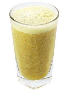 Suco desintoxicante para combater celulite e inchaçosIngredientes - 1 fatia média de abacaxi - ½ maçã - 1 col. (café) de raspas de gengibre - 1 col. (sopa) de hortelã - 1 col. (café) de guaraná em pó - 4 cubos de gelo - Gotas de limão a gosto