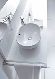 Wellness in your own bathroom with high quality bathroom furniture by Duravit. Whirlpools, sauna, sinks, bathtubs & more for modern luxury bathrooms. Next Bathroom, Cozy Bathroom, Bathroom Toilets, Bathrooms, Bathroom Furniture Design, Bathroom Interior Design, Modern Luxury Bathroom, Light Elegance, Basin
