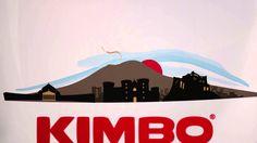 """Kimbo 50 anni. Bellebbuono - Versione Nazionale  Kimbo 50 anni. Bellebbuono. Sembra ieri. Ed è subito domani.   Il video della campagna """"Kimbo 50 anni, Bellebbuono"""", per festeggiare i cinquant'anni di Caffè Kimbo e accompagnare la mostra """"Bellebbuono. Napoli, improvvisamente"""".   Il titolo della canzone in sottofondo è """"Kimbo Nero"""", edizioni In Publishing, registrato presso la SIAE il 13/2/2013.   www.kimbobellebbuono.it"""
