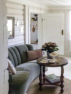 Retro Home Decor Sofa Furniture, Rustic House, Home And Living, Tiny House Decor, Country Style Sofas, Home Decor, House Interior, Living Spaces, Retro Home Decor