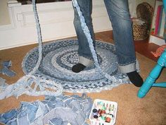 Braided Denim Rug - There is a technique where no sewing is required. #recycle: