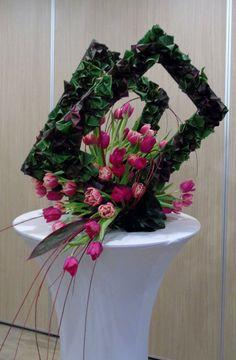 Modern Floral Arrangements, Creative Flower Arrangements, Flower Arrangement Designs, Funeral Flower Arrangements, Flower Centerpieces, Flower Decorations, Flower Designs, Deco Floral, Arte Floral