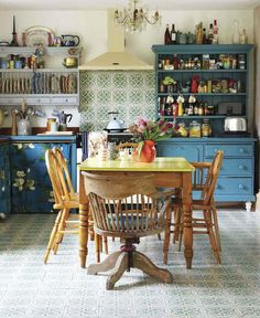 Vintage style kitchen by interior designer Sarah Mitchenall from Black Parrots Studio Upcycled units chandelier and open shleves Kitchen On A Budget, New Kitchen, Kitchen Decor, Eclectic Kitchen, Bohemian Kitchen, Kitchen Black, Kitchen Tile, Kitchen Items, Great Interior Design Challenge
