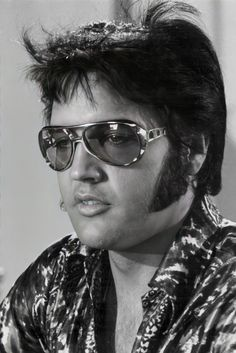 John Lennon Beatles, The Beatles, Elvis Presley Images, Sunnies, Sunglasses, Buddy Holly, Chuck Berry, Atonement, Memphis