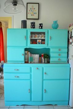 Click picture to see more. Home Staging, Vintage Cupboard, Vintage House, Furniture Makeover Diy, Vintage Kitchen, Stylish Decor, Vintage Cabinets, Dinning Room Art, Country House Design