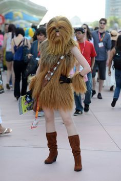 Star Wars Cosplay! Awesome female chewbacca costume! Laughing my butt off.... Sexy chewy hahahahah