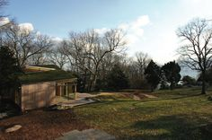 Love that the Gray Organschi designed Guilford, CT property included an earthen green roof of sedum.  Original story in Sept 2010 Dwell