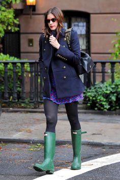 shopping e imagenes de celebrities con botas de agua: Liv Tyler paseando por Nueva York