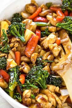 This deliciously sweet and savory teriyaki chicken is a vibrant Asian-inspired recipe, filled with colorful veggies and fresh pineapple! Clean Eating Snacks, Healthy Eating, Yummy Chicken Recipes, Cooking Recipes, Healthy Recipes, Easy Asian Recipes, Food Inspiration, Dinner Recipes, Dinner Menu