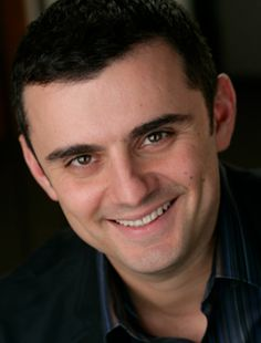 Context is Key: Social Media Strategy in a Noisy Online World. By Gary Vaynerchuk·CEO of VaynerMedia Gary Vaynerchuk, Making Money On Youtube, Youtube Money, Dr Ben, Gary Vee, Inspirational Books, New Things To Learn, Digital Media, Bestselling Author