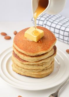 Keto Pancakes with Almond Flour, easy breakfast with only g net carbs per pancakes. The best fluffy healthy pancakes to starts the day. Almond Flour Pancakes, Low Carb Pancakes, Almond Flour Recipes, Pancakes Easy, Fluffy Pancakes, Almond Meal, Healthy Gluten Free Recipes, Low Carb Recipes, Snack Recipes