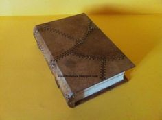 caja libro de falsa piel  madera,filtros de cafe,pinturas acrilicas forrado y pintado a mano