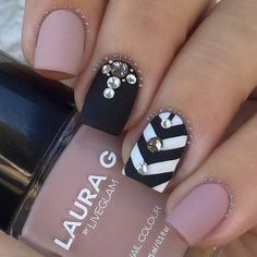 Nude with Black Chevron Nails