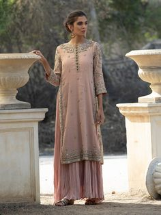 Cocktail Dresses & Outfits for Women Pakistani Dress Design, Pakistani Outfits, Indian Outfits, Shadi Dresses, Indian Dresses, Moda India, Side Slit Dress, Desi Clothes, Mode Chic