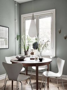 Just the one picture of this home in Sweden that I found inspiring. I just love the combination between the green plants and grey green wall color. The vintage wooden dining table matches the white series 7 chairs exceptionally well … Continue reading → Dining Room Inspiration, Interior Inspiration, Green Wall Color, Dining Corner, Interior And Exterior, Interior Design, Wooden Dining Tables, Dining Room Design, Chair Design