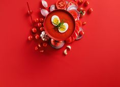 En mild tomatsuppe med egg. Barnevennlig og skreddersydd for hverdagen.