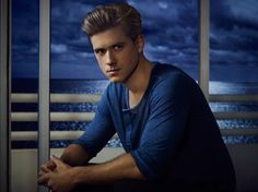 Aaron Tveit (Graceland). Holy I love him. And he can sing.