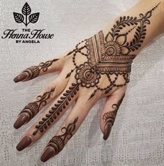henna designs From weddings to engagements, from festivals to parties, here are 101 latest mehendi designs for 2019 for all occasions. Discover some chic new mehndi trends! Henna Flower Designs, Pretty Henna Designs, Modern Henna Designs, Mehndi Designs For Girls, Mehndi Designs For Beginners, Henna Designs Easy, Mehndi Design Images, Best Mehndi Designs, Beautiful Arabic Mehndi Designs