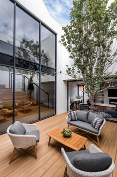 Claremont House is a contemporary home designed by Keen Architecture for a young man and his girlfriend. Outdoor Areas, Outdoor Lounge, Outdoor Living, Outdoor Decor, Patio Interior, Interior Exterior, Exterior Design, Claremont House, Casa Patio