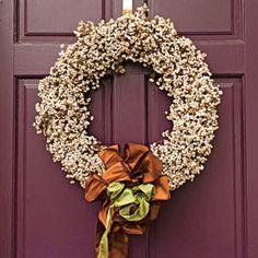 54 Festive Christmas Wreaths: Purple Door with White Berry Wreath