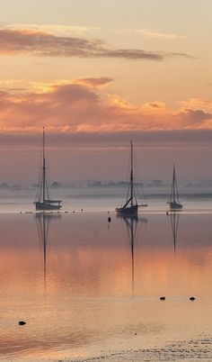 sunrise on a peaceful anchorage: England, Essex, Maldon ~ Sunrise over the Blackwater estuary. Beautiful Sunset, Beautiful World, Beautiful Places, Beautiful Pictures, Simply Beautiful, Landscape Photography, Nature Photography, Boat Art, Belle Photo