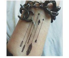 Tatuaż strzała - 40 najlepszych wzorów na rękę - Strona 11