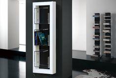 boxes - Una cornice essenziale, dal design minimalista e razionale, sostiene tre box in polimero-metacrilato trasparente, che possono essere utilizzati per riporre oggetti isolandoli dal calore. Un radiatore originale, dal fascino contemporaneo, ideale per ogni ambiente.
