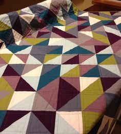 Love the color combo on thie HST quilt!