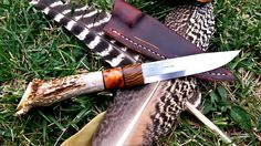 7 Bushcrafter Skills To Overcome Your Fear In The Forest Bushcraft Essentials, Primitive Survival, Custom Knives, Blade, Facebook, Knifes, Scandinavian Style, Leather, Crafts