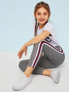 To find out about the Girls Contrast Tape Side Glen Leggings at SHEIN, part of our latest Girls Pants & Leggings ready to shop online today! Mädchen In Leggings, Girls In Leggings, Girls Pants, Young Girl Fashion, Preteen Girls Fashion, Teen Fashion, Cute Girl Outfits, Kids Outfits Girls, Little Girl Leggings